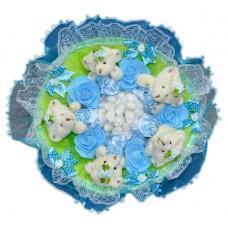 Букет из мягких игрушек с цветочками (5 мишек, голубой)